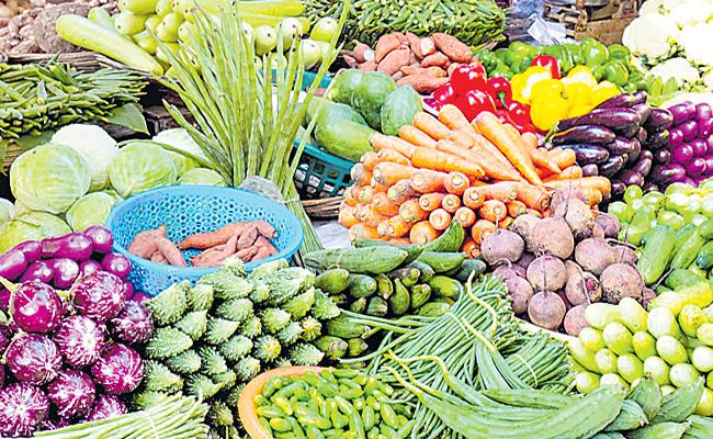 Vegetable Prices Are Hiked Due To The Lockdown - Sakshi