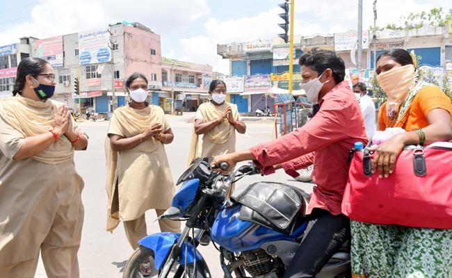 Telangana Lockdown: NirmalCops Requesting Folded Hands to Deal With Lockdown Violators - Sakshi