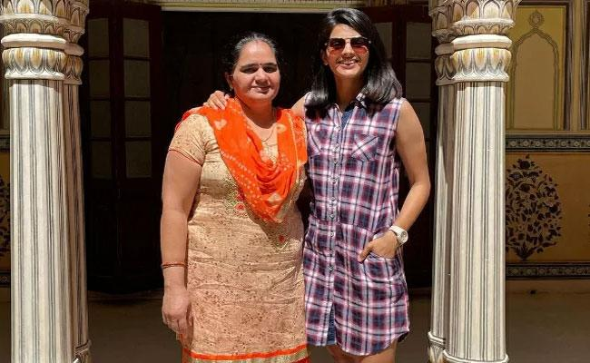 Team India Women Cricketer Priya Punia Lost Her Mother To COVID 19 - Sakshi