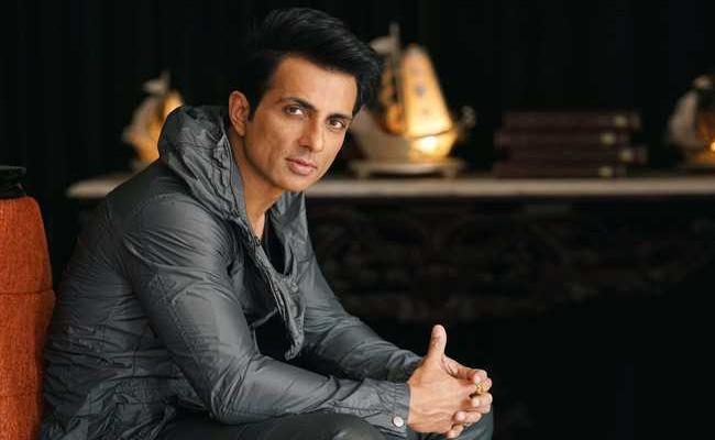 Sonu Sood Notifies Followers About Fake Covid-19 Donation Campaign - Sakshi