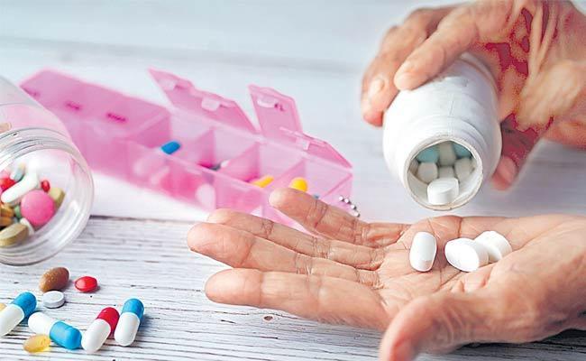 Coronavirus: Doctors Says Dont Take Own Prescription Medicine For Covid - Sakshi