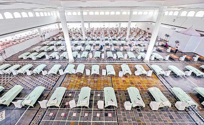 India records highest-ever 4,01,993 new cases, 3,523 deaths - Sakshi