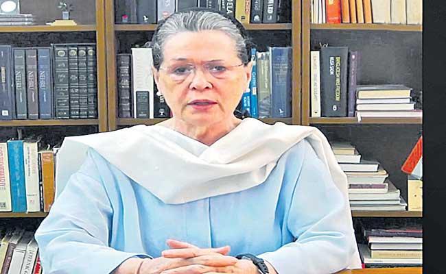 Sonia Gandhi calls for national policy on pandemic - Sakshi