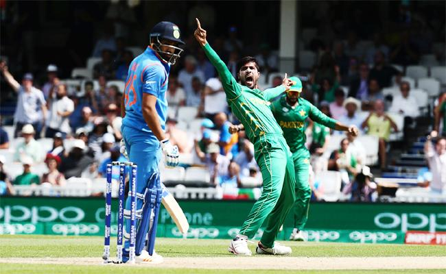 Mohammad Amir: Bowling To Rohit Sharma Easy Out Both Ways - Sakshi