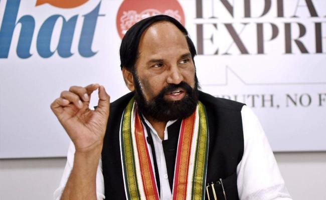 TPCC Chief Uttam Urged To Govt To Corona Treatment In Aarogyasri - Sakshi