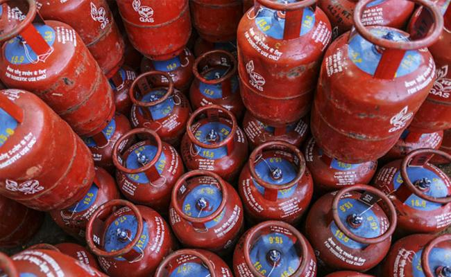No LPG Delivery If Staff Not Vaccinated - Sakshi