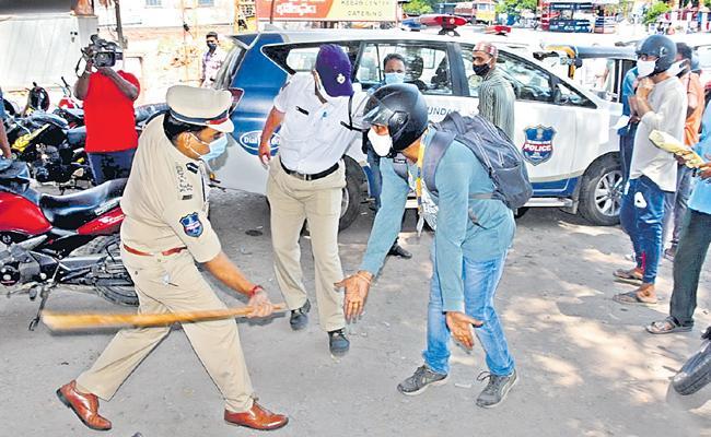 Telangana CM Asks Police To Strictly Implement Lockdown - Sakshi