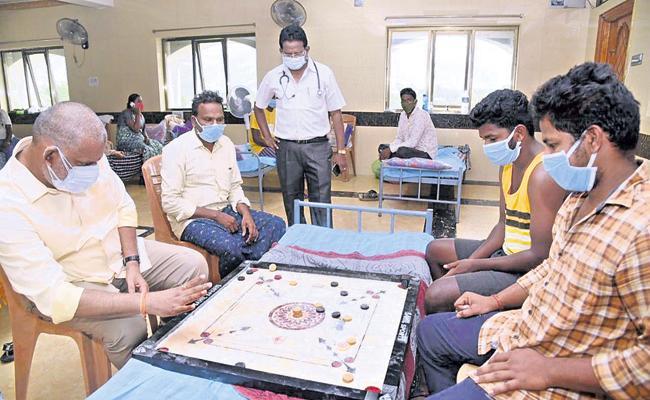 Chevireddy Bhaskar Reddy plays caroms with corona victims - Sakshi