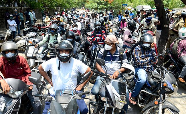 Hyderabad Citizens Dupe Police For Violating Lockdown Norms - Sakshi