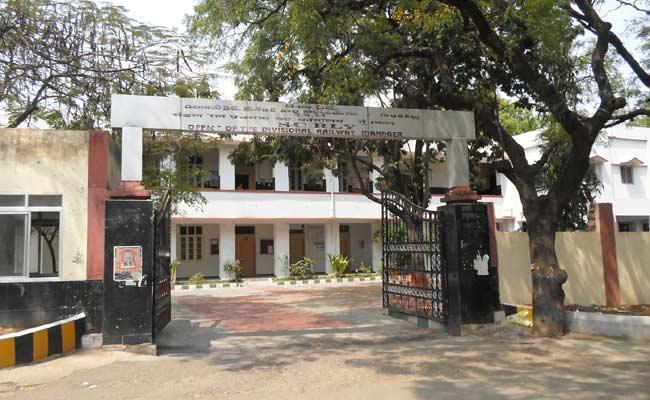 Fake Appointments In Guntakal Railway - Sakshi