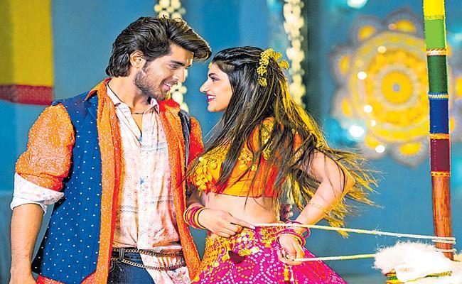 hero srikanth son roshan pelli sandadi song launch - Sakshi