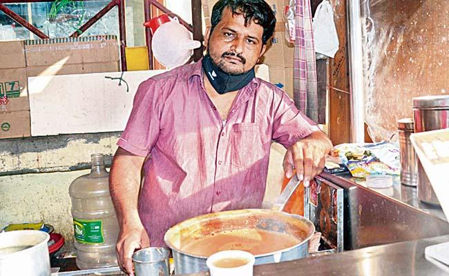 Covid 19 Lockdown: Chaiwalas Struggle To Survive In Hyderabad - Sakshi