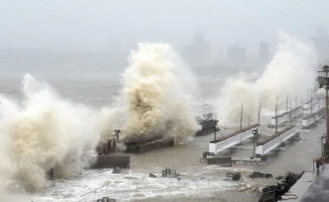 10 People Succumb Due To Tauktae Cyclone In Maharashtra and Gujarat - Sakshi