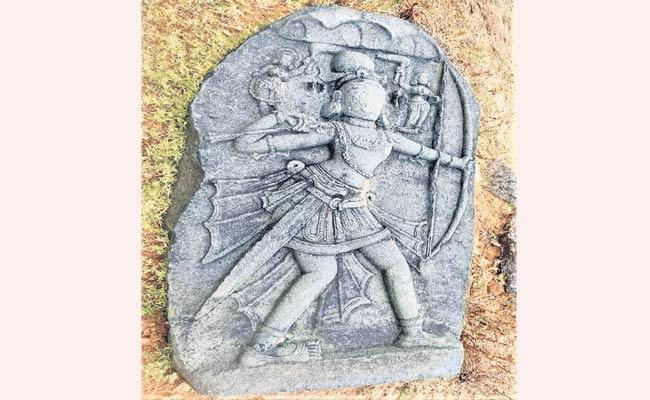 Telangana History Team Found Veeragallu Sculpture In Siddipet - Sakshi