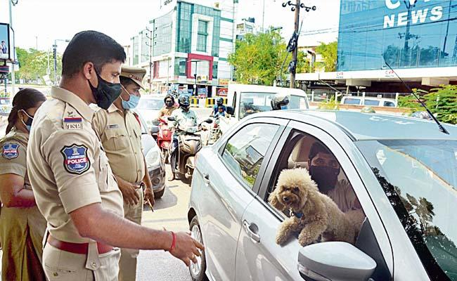 Lockdown In Hyderabad: Cops Allowed Man To Get Treatment For His Dog - Sakshi
