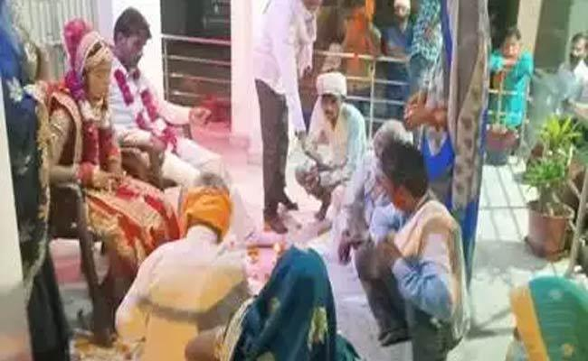 Brides Relative Attack On Groom Father Then Marriage In Police Station In UP - Sakshi