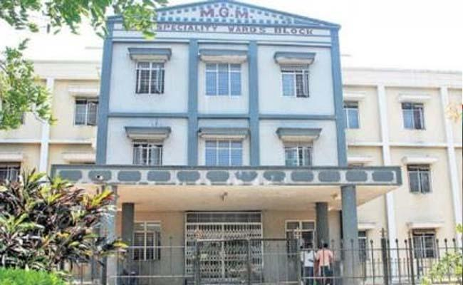 Covid 19: Women Succumbs As Not Get Treatment In MGM Warangal - Sakshi