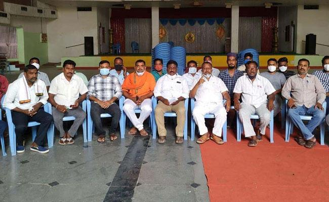 We Will Be With Eatala Rajender Says Huzurabad TRS Leaders - Sakshi