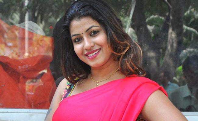Actress Geetanjali Complaint To Cyber Crime Police - Sakshi