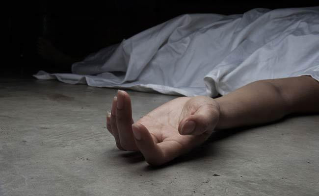 Man Assassinates His Wife And He End His Life In Nizamabad - Sakshi