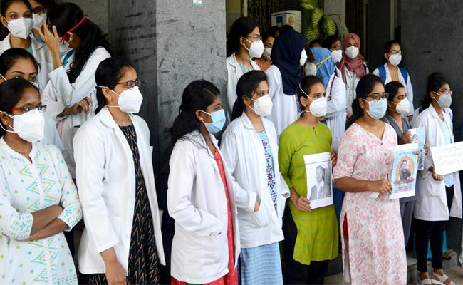 Telangana Government Increases 15 Per Cent Stipend For Junior Doctors - Sakshi