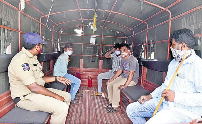 Peddapalli: Lockdown Violators Shifted To Isolation Centre - Sakshi