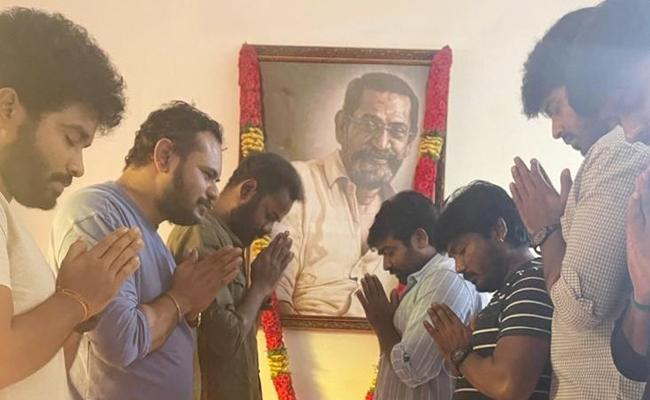 Vijay Sethupathi Pays Tribute To The Director SPJananathan - Sakshi