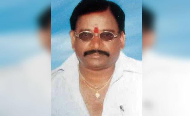 Father Died Of A Heart Attack While His Daughter Is Engaged - Sakshi