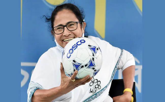 TMC supremo Mamata Banerjee will meet Bengal Governor  - Sakshi