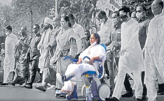 Mamata Banerjee Powers TMC To Stupendous Win For Third Term - Sakshi