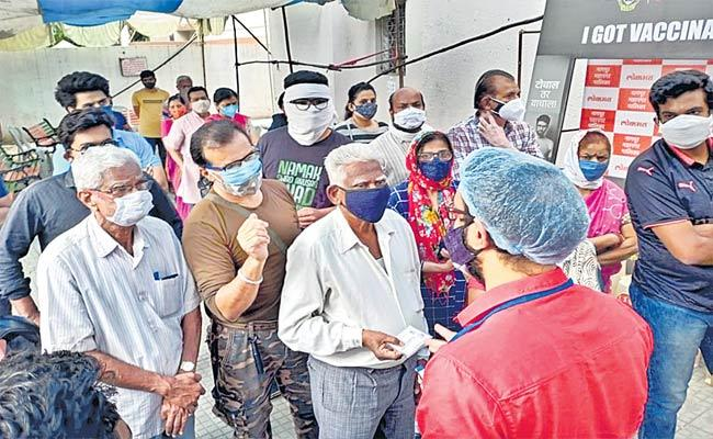 Lockdown Impact: Mumbai Logs 3,672 New Coronavirus Cases - Sakshi