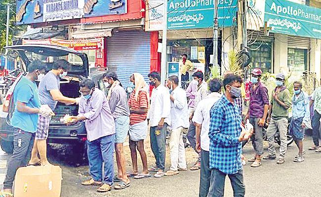 Manava Seva Samiti Charitable Trust Feeds Pedestrains - Sakshi