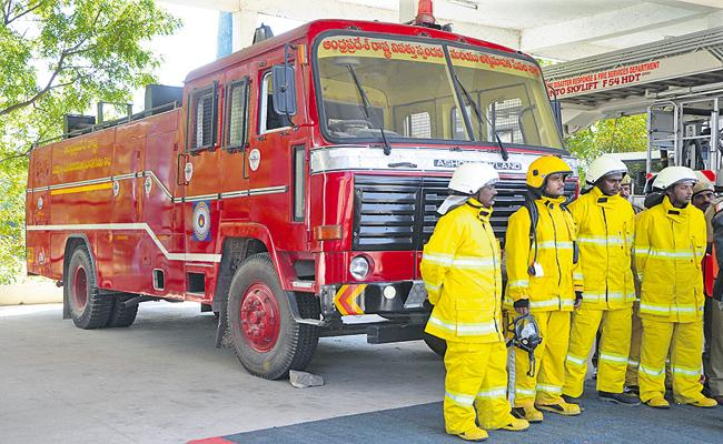 Fire Engine At Near To Covid Hospital - Sakshi