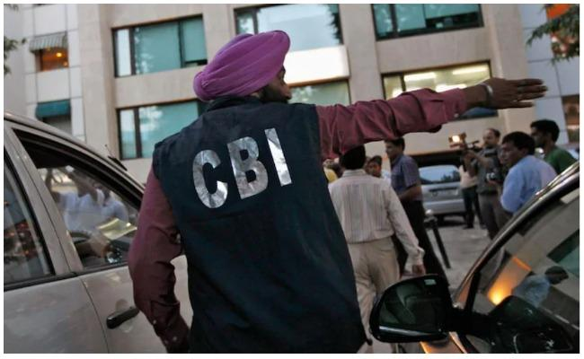 Cbi Raids Fci Clerk Kishore Meena House Recover 2 Crore Cash And 8 Kg Gold - Sakshi