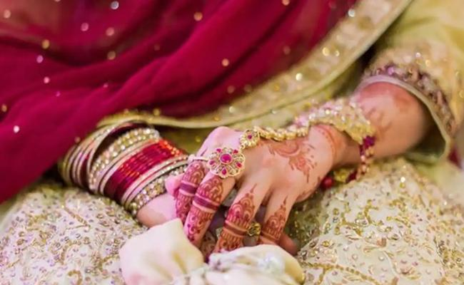 Bihar: Lover Commits Suicide After Shooting Married Ex-Girlfriend - Sakshi
