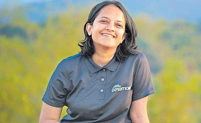 Krithi Karanth becomes 1st Indian woman to get Wild Innovator Award - Sakshi