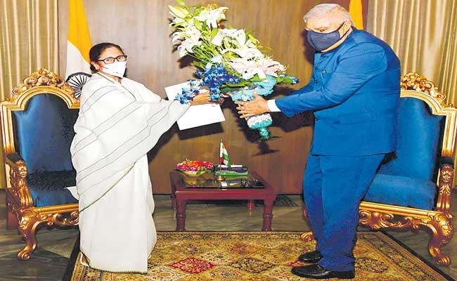 Mamata Banerjee to take oath as West Bengal Chief Minister on May 5 - Sakshi