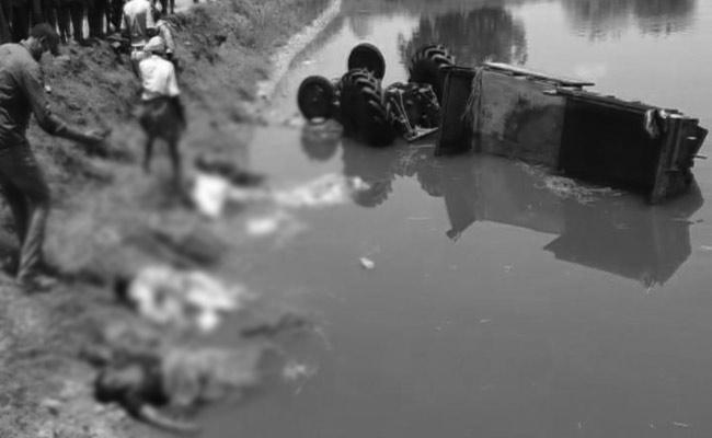 Tractor Overturning Road Accident In Nellore District - Sakshi