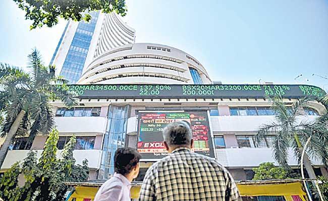 Sensex falls over 60 points, Nifty ends flat at 14,634 - Sakshi