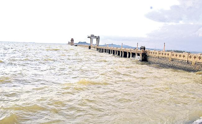 Karnataka Govt Demands re-survey on water storage capacity of TB Dam - Sakshi