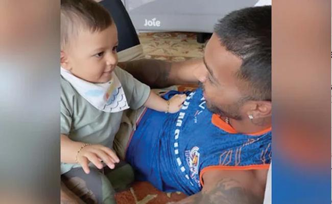 Hardik Pandya Cuddling With Son Agastya Adorable Video Goes Viral - Sakshi