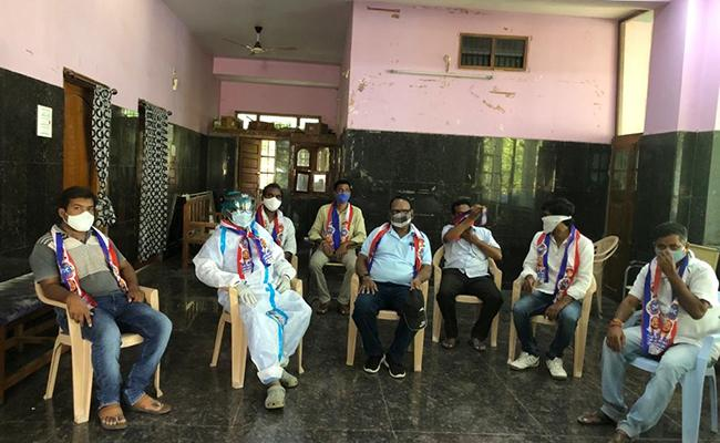 Mancherial Bc Union Leaders Protest For Etela Rajender - Sakshi