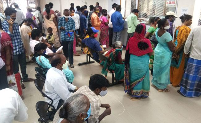 Heavy Crowd In Front Of bank Without Mask And Distance In Vizianagaram - Sakshi
