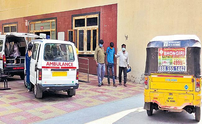 Lack Of Ventilator Beds Patients Returning From King Koti Hospital - Sakshi