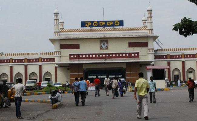Hyderabad Railway Station: Token System Cancelled, Passengers Hard Get Tatkal Ticket - Sakshi