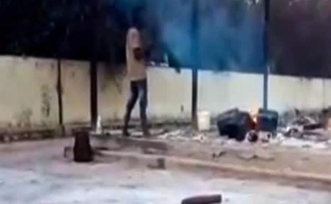 Man Caught Eating Half Burnt Corpse Of Corona Patients In Maharashtra - Sakshi