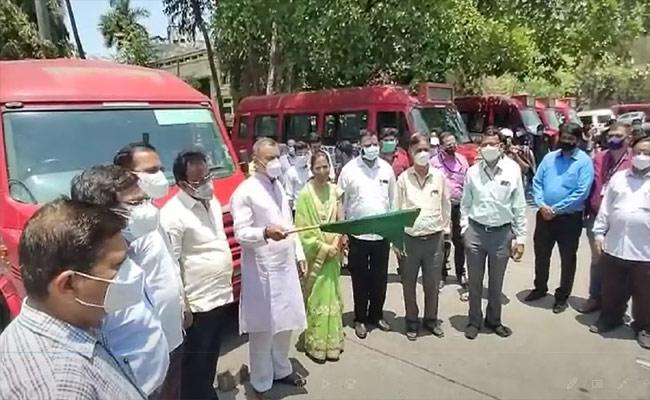 Covid19: Nagpur Municipal Corporation Converts Minibuses Into Ambulance - Sakshi