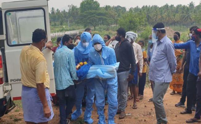 Bangalore Rural MP DK Suresh Attends Covid 19 Patient Funerals - Sakshi