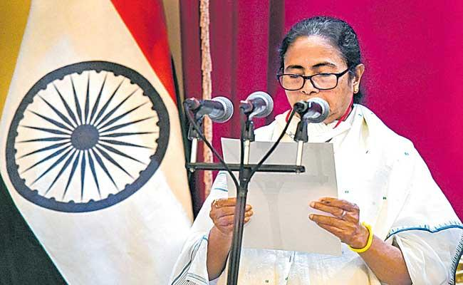 Mamata Banerjee takes oath as West Bengal CM for third time - Sakshi