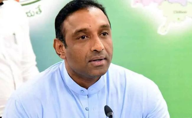 Minister Goutham Reddy Comments Over Oxygen Supply To Atmakur - Sakshi